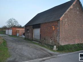 Loods met staanplaatsen te koop nabij centrum Opwijk - Merchtem. De loods zelf bestaat uit een afgesloten ruimte van 150m². Tevens carport met pl