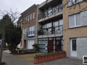Gerenoveerde (kangourou)woning te koop gelegen nabij centrum Zellik. Deze woning met een bewoonbare oppervlakte van +/- 170 m² bestaat op de geli