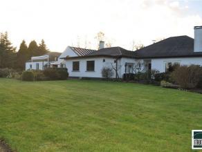 ASBEEK - LOUWIJN: Prachtige villa te koop gelegen op een domein van +/- 40 are met een bewoonbare oppervlakte van 500m² op TOPLOCATIE. De karakte