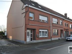 Gerenoveerde half- bebouwing op een terrein van 3 are 68ca te koop gelegen nabij het centrum van Opwijk. De woning bestaat uit een inkomhal met gasten