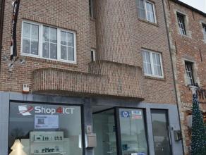 Handelsgelijkvloers van 115 m² met woonst te koop gelegen in het centrum van Opwijk. Het handelsgelijkvloers met inrichting bestaat momenteel uit