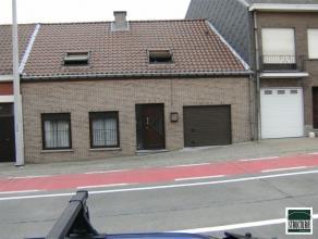 Gerenoveerde gesloten bebouwing op een terrein van 155m² te koop gelegen nabij het centrum van Asse ter Heide. De woning bestaat uit een inkomhal