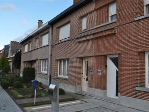 Te renoveren woning op een terrein van 2 are 78 ca te koop gelegen nabij het centrum van Opwijk in een residentiële buurt . De woning bestaat uit