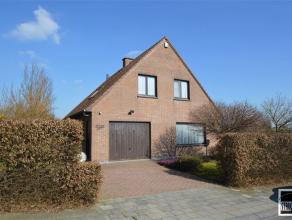 Villa op een terrein van 4 are 59 ca te koop gelegen nabij het centrum van Relegem - Zellik in een residentiële villawijk. De woning bestaat uit