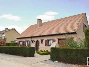 Prachtige villa te koop gelegen te Opwijk in een rustige straat. Deze villa bestaat op de gelijkvloerse verdieping uit een inkomhal met gastentoilet e