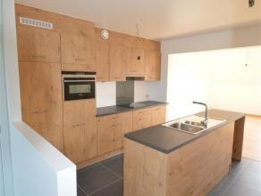 Appartement- duplex récent à louer à Asse. L' appartement de +/- 156m², se compose d' un hall, living spacieux avec cuisine