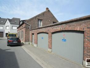 """Charmante woning te koop gelegen """"onder de kerktoren"""" van Nieuwenrode ( Kapelle Op Den Bos). Deze woning bestaat uit een ruime woonkamer, inkomhal, ke"""