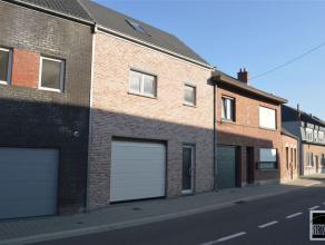 Prachtig gesloten bebouwing te koop in het centrum van Lebbeke. Winddichte constructie (= ruwbouw met ramen). De woning bestaat op de gelijkvloerse ve