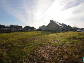 CENTRUM ASSE: Perceel grond voor half- open bebouwing gelegen in een residentiële wijk nabij het centrum van Asse. De bouwgrond heeft een breedte