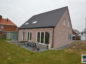 Mooie instapklare woning (anno 2014) te koop gelegen op een terrein van +/- 5are90. Deze bijna- energie - neutrale woning (BEN) bestaat op de gelijkvl