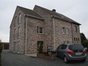 Appartement à LOUER à Denderleeuw (+/- 78 m²). L'appartement se compose d'un hall d'entrée, WC, living spacieux et ensoleill
