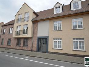Instapklaar appartement van 92m² in centrum Opwijk. Dit appartement, gelegen op de eerste verdieping bestaat uit een ruime inkomhal met gastentoi