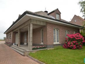 Villa à vendre avec dépôt à Denderleeuw. Cette villa avec superficie habitable de +/- 162 m². Le rez-de-chaussé