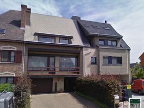 Welgelegen woning nabij centrum Opwijk te koop in prima staat van onderhoud. De woning zelf bestaat op de gelijkvloerse verdieping uit een inkomhal me