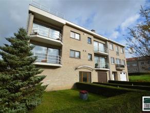 Appartement à louer situé à Strombeek-bever. Cet appartement au premier étage se compose d' une cuisine équip&eacut