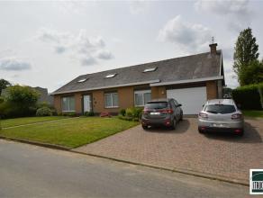 RELEGEM (Asse): Villa op toplocatie gelegen in nabijheid van centrum Relegem - Wemmel op een terrein van 8are37ca. De woning, met bouwjaar 1975, besta