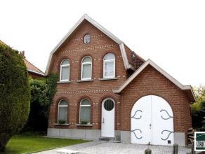Charmewoning te huur nabij het centrum van Meise. De woning bestaat uit een inkomhal met gastentoilet, grote woonkamer met open haard (casette) en ope