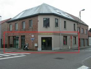 Groot handelspand (196m²) gelegen in het centrum van Sint Jozef (Londerzeel). Dit pand biedt tal van mogelijkheden. Winkel-/handelsruimte (14mx8m