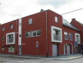 Nieuwbouwappartement (duplex) van 100m². Omvattende : inkomhall met apart toilet, ruime living en eetplaats (35,72m²), ingerichte (open) keu