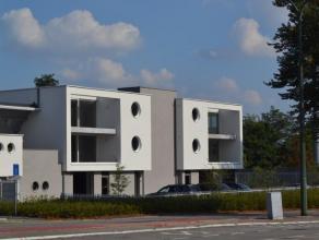 Nieuwbouw appartement gelegen op de 1ste verdieping van een klein gebouw. Het appartement bestaat uit een inkomhal, heel grote leefruimte met open keu