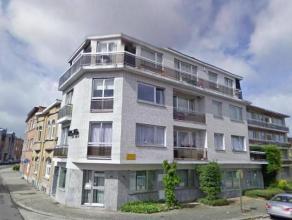 Agrable appartement type 2 chambres  coucher dans un petit immeuble sis au 2ime tage. Il comprend un hall avec placard, living avec cuisine quipe amri