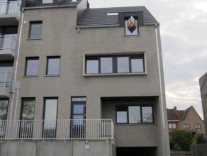Agrable appartement type duplex situ au 2ime/3ime tage dans une rsidence luxueuse. Le duplex comprend un living avec accs  une belle terrasse solaire