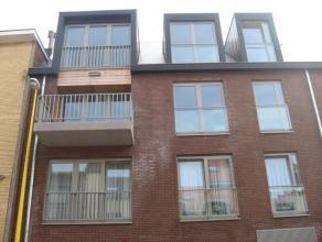 Cet appartement est situ dans le centre et il est quip avec tout le confort moderne ! Il contient : un hall d'entre avec placards, un WC, un grand dba