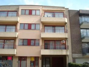 Appartement très lumineux au 1er étage comprenant hall avec vestiaire, toilette séparée, living avec accès à