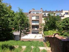 Beau et spacieux appartement dans un immeuble récent de Laeken. L'appartement comprend un hall d'entrée, salon et salle à manger