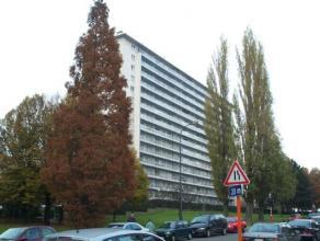 Appartement situé au 7ème étage avec vue panoramique ; comprenant hall d'entrée, salon, cuisine équipée, 2 c