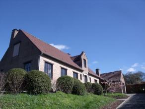 Charmante woning met karakter gelegen op een perceel van +/- 10 are teAsse. Deze woning heeft alle comfort en is traditioneel gebouwd met degeli