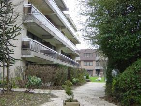 Bel appartement avec deux chambres à coucher et une terrasse au troisième étage dun joli complexe vert situé à Stro