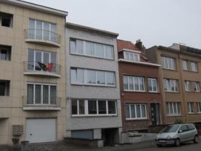 Appartement situé au 3ième étage comprenant un hall, living, cuisine avec possibilité pour coin à déjeuner,