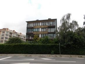Ce spacieux appartement est situé à proximité des transports en commun (Tram 3 Esplanade) et de bonnes routes (E40, A12, Ring, ..