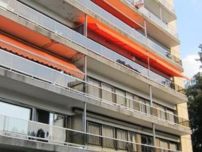 Cet appartement situé au 5ème étage dans la Résidence Egmont et Hoorne. Lappartement se compose dun hall dentrée av