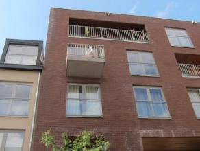 Duplex très spacieux sis au 3iéme et 4ième étage. Hall d'entrée avec toilette séparée, living tr&egra