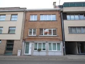 Cet appartement est situé au premier étage, idéal dans le Centre de Strombeek-Bever. Lappartement se compose dun hall dentr&eacut