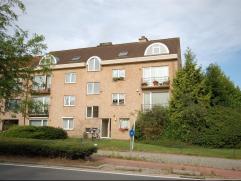 Mooi appartement 105m² op de 1e verdieping:Inkomhal, apart wc, vestiaire, living 9,4x4m (tegels), terras 4,7m², ingerichte keuken 4,07x2,66m