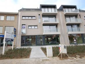 Nieuwbouw Appartement met 2 slaapkamers te Strombeek-Bever. INDELING: Inkomhal (tegels), Woonkamer met open Keuken (6x6,06m - laminaat), Badkamer (2,0