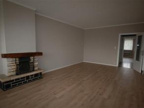 Instapklaar appartement op de 2e verdieping met garage. Inkom 8,50m² (tegels) - toilet 0,85mx1,15m - vestiaire 0,90mx0,40m - living 3,80mx6,75m m