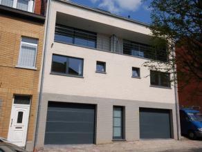 Duplex appartement - instapklaar - 2e + 3e verdieping. Living 9,90mx4,56m met open super ingerichte keuken - berging onder trap - vestiairekast - terr