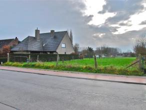 Beschrijving Bouwgrond voor open bebouwing met een oppervlakte van 15are85ca. Vrij van aannemer, zonder bouwverplichting. Mogelijkheid tot bouwen van