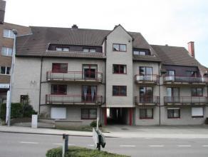 Duplex dakappartement (geen lift) met 3 slaapkamers en garage en zolder. Omvat op de 3e verdieping , hall, ruime living met toegang op terras van 17m&