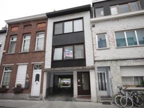 Bel-etage met 3 slaapkamers, garage en kelder.Omvat op de eerste verdieping: ruime living en keuken met aansluitend een kleine veranda.Badkamer met to