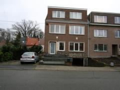 gezellig appartement in rustige straat. klein gebouw met 3 appartementen Indeling : inkom, living, keuken met toegang naar tuin, 2 slaapkamers, badkam