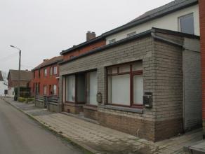 Dans une rue calme de Lambusart et cependant proche des facilités. Maison trois façades avec jardin, hangar, garage et un appartement. C