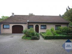Villa dans situation très calme sur 18are près du centre de Tervuren (1,3km) et l'école BSB à Tervuren (2,9km). A deux pas