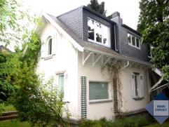 Maison rénovée, située dans quartier résidentiel à deux pas du centre et du parc de Tervuren, les transports public