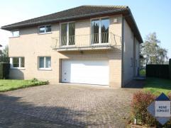 Superbe villa tres spacieuse dans un cul-de-sac. Près du centre de Tervuren (3.5km) et la BSB (3km). Hall d'entrée avec toilette et ve