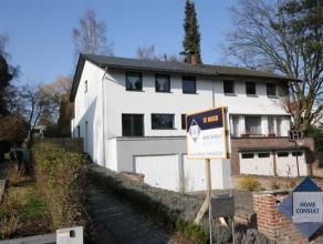 Villa 3-facade complètement rénovée avec 3 chambres à coucher. Ptrès du centre et le parc de Tervuren (2.6km), la